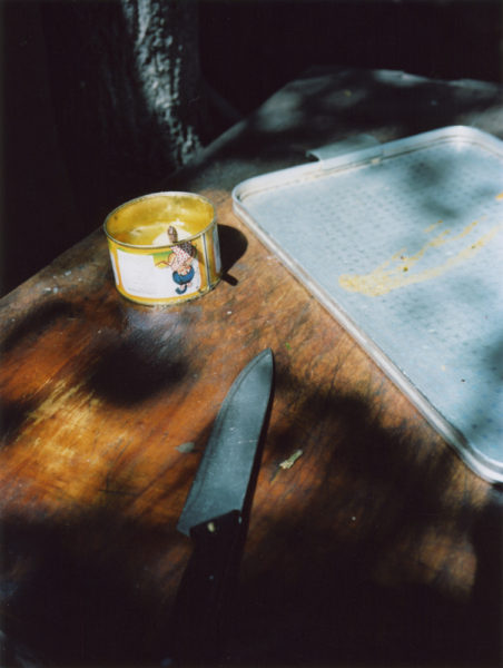 Knife, 2011, C-print, 36 X 48 cm, Edition of 3 + 2AP - © Vincent Delbrouck