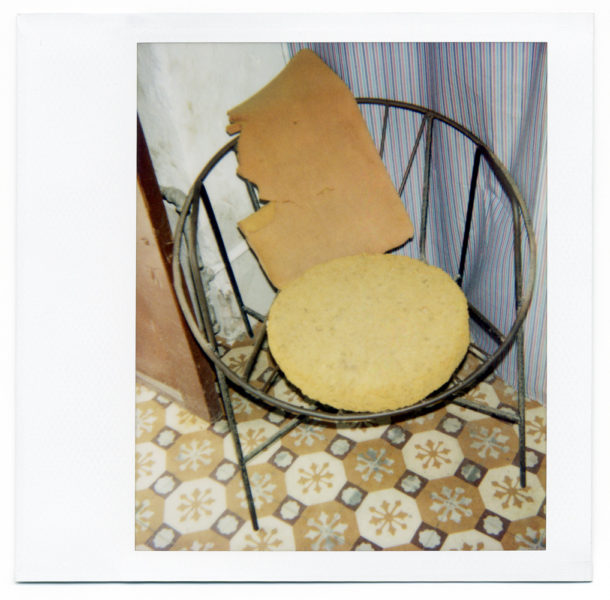 Chez Julio, nature morte #1, 2004, Polaroid - © Vincent Delbrouck