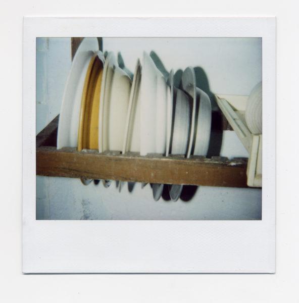 Chez Julio, nature morte #3, 2004, Polaroid - © Vincent Delbrouck