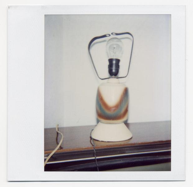 Chez Julio, nature morte #4, 2004, Polaroid - © Vincent Delbrouck