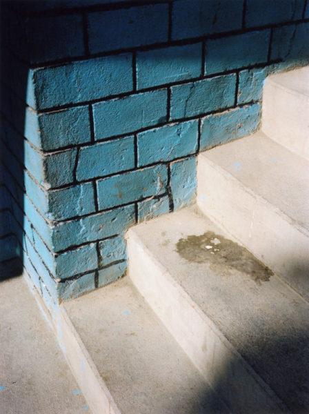 Blue Wall, 2011, C-print, 21 X 28 cm, Edition of 5 + 2AP - © Vincent Delbrouck