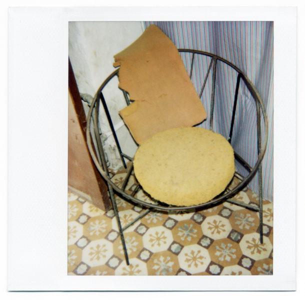 Chez Julio, nature morte #1, 2004, Polaroid - © Vincent Delbrouck