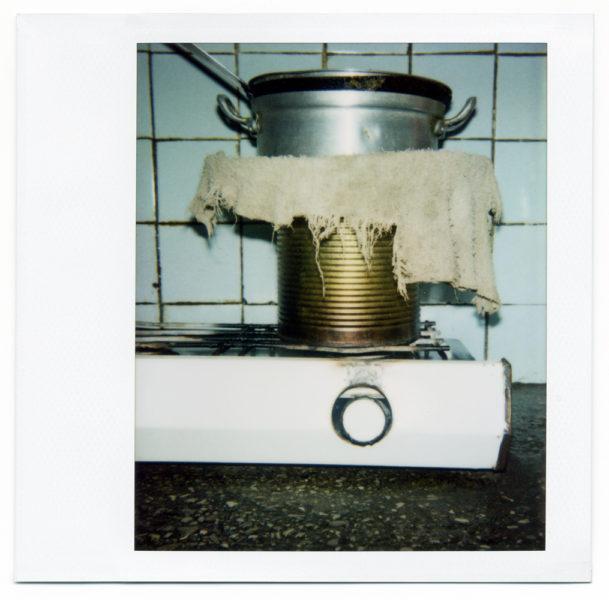 Chez Julio, nature morte #2, 2004, Polaroid - © Vincent Delbrouck