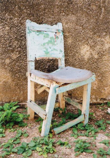 Broken Chair, 2016, C-print, 25 X 38 cm, Edition of 2 + 2AP - © Vincent Delbrouck